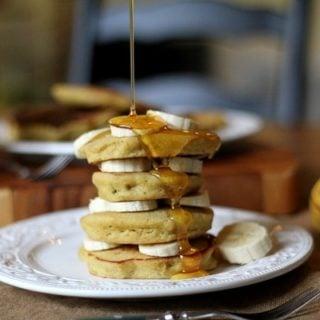 Gluten-Free (rice flour) Banana Pancakes - http://www.roastedrootfood.com
