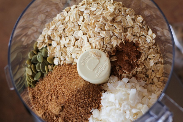 Homemeade Naturally Sweetened Walnut Granola