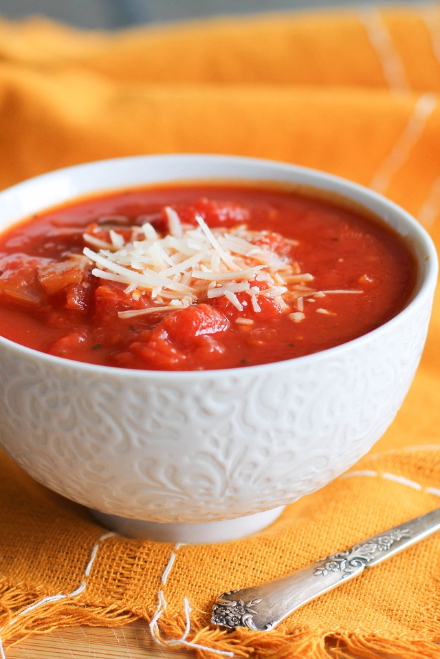 Chunky Tomato Basil Soup | theroastedroot.net #healthy #recipe #vegetarian #paleo
