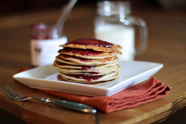 Peanut Butter and Jelly Pancakes - gluten-free pancakes made with brown rice flour and almond meal #healthy #glutenfree #pbj #breakfast #recipe