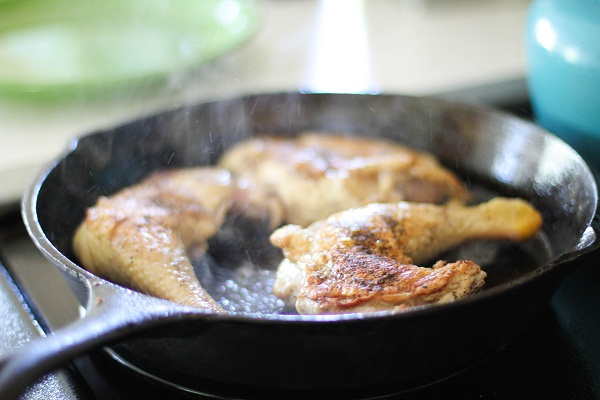 How to braise chicken and artichokes
