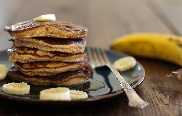 Banana Bread Almond Flour Pancakes | https://www.theroastedroot.net #glutenfree