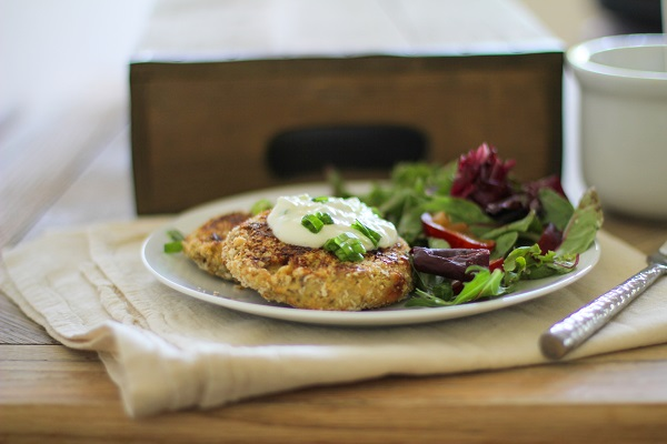 Crispy Cauliflower Cakes with yogurt dipping sauce | http://www.theroastedroot.net