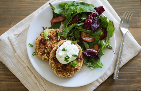 Crispy Cauliflower Cakes with yogurt dipping sauce | https://www.theroastedroot.net