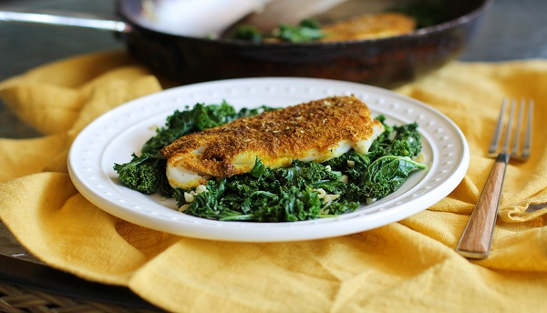 Curry Spiced Sole with Garlic Sautéed Kale | http://www.theroastedroot.net