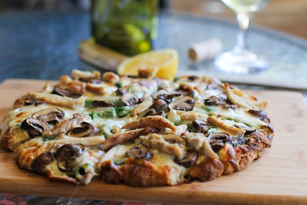 Roasted Chicken & Mushroom Pizza with spinach and kale pesto sauce | http://www.theroastedroot.net