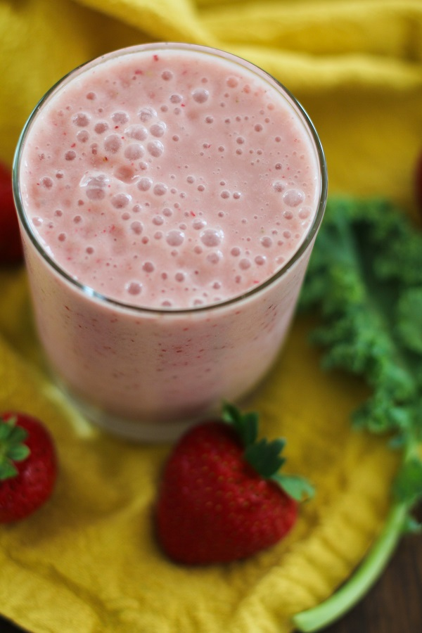 Strawberry Banana Kale Stem Smoothie | http://www.theroastedroot.net