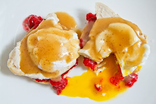 Thanksgiving Leftovers Eggs Benedict from Closet Cooking + 50 Thanksgiving Leftover Recipes