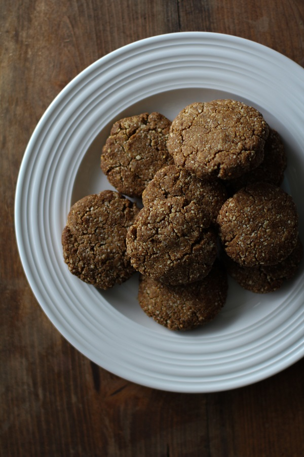 Paleo Gingerbread Cookies |grain-free and refined sugar-free #glutenfree #paleo #recipe