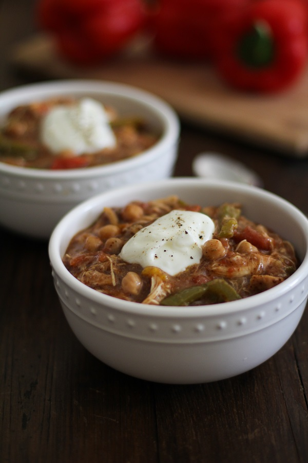 Crock Pot Shredded Chicken Fajita Chili | @BobsRedMill and @MuirGlenOrganic #ChiliRoundup | www.theroastedroot.net