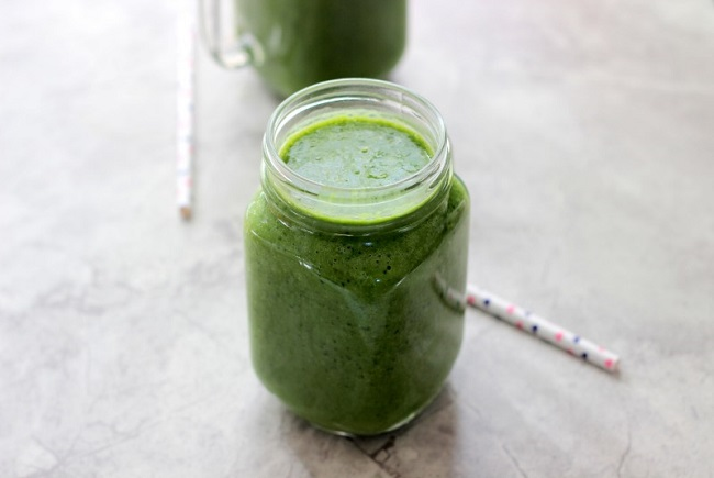 Glowing Green Smoothie from Savy Naturalista