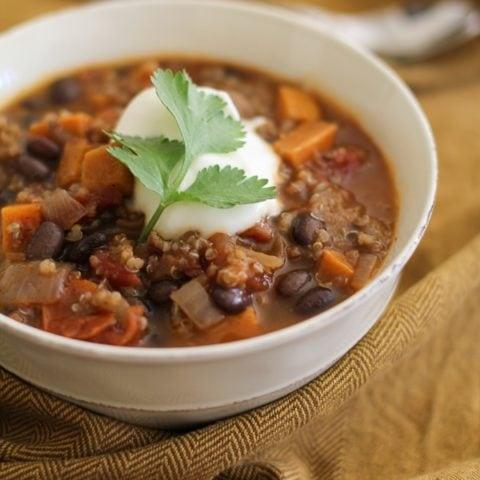 Sweet Potato, Black Bean, and Quinoa Chili (#vegetarian) | @BobsRedMill and @MuirGlenOrganic #ChiliRoundup | www.theroastedroot.net
