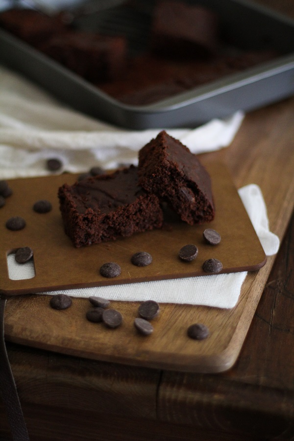 Dark Chocolate Peanut Butter Brownies (gluten free!)   www.theroastedroot.net