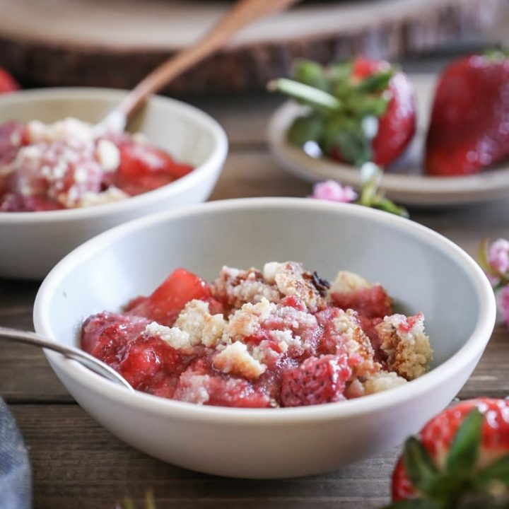 Grain-Free Paleo Strawberry Crumble - a refined sugar-free, dairy-free, and gluten-free dessert that requires only a few ingredients to prepare!