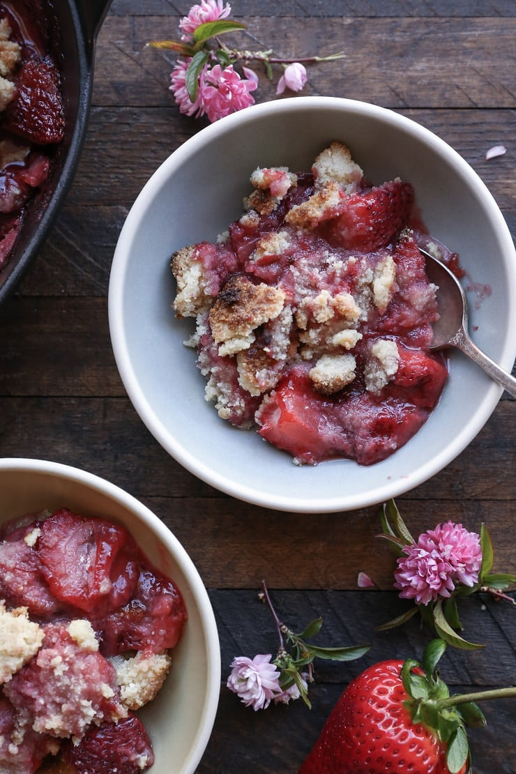 Paleo Strawberry Crumble - grain-free and refined sugar free made with almond flour and pure maple syrup. A healthy vegan dessert.