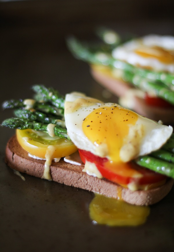 Roasted Asparagus and Tomato Toasts with brie cheese and mustard aioli