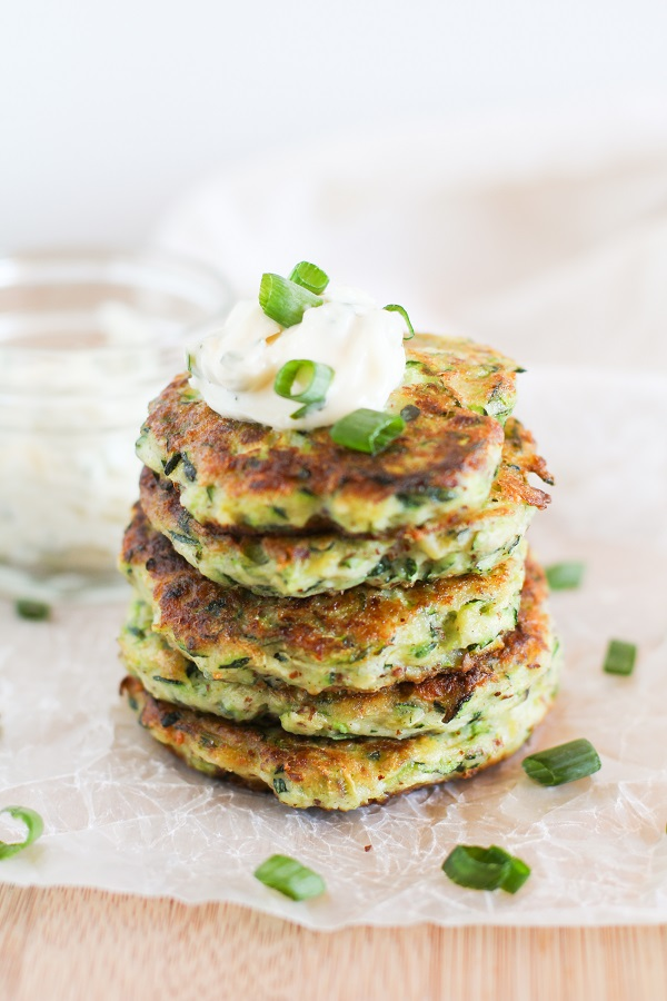 Gluten Free Zucchini Fritters with Herb-Garlic Aioli | @hamptoncreekinc