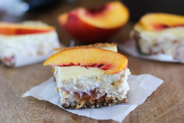 Peach Almond Yogurt Cheesecake Bars  with gluten free almond crust | naturally sweetened and healthy! @noosayoghurt