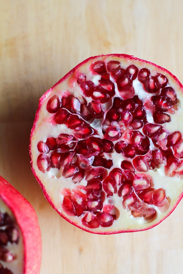How to de seed a pomegranate without water - Deseed pomegranate less one minute video ...
