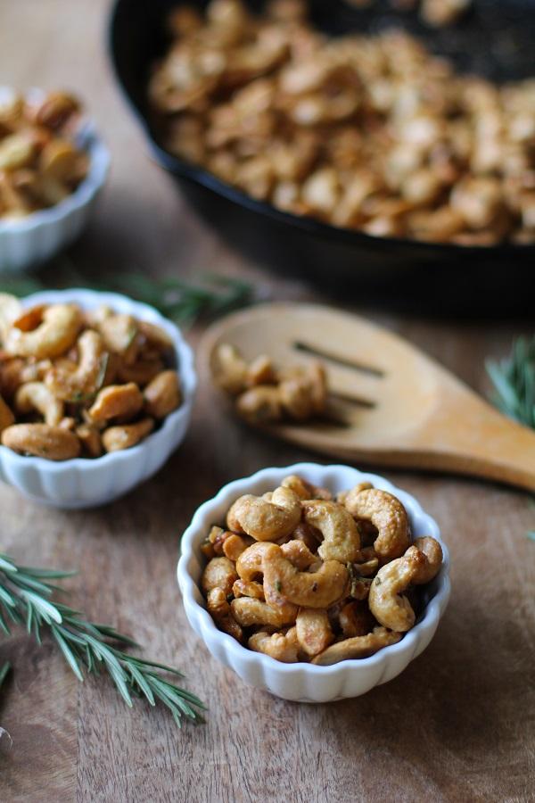 Maple and Rosemary Toasted Cashews @MrPeanut #GoNuts