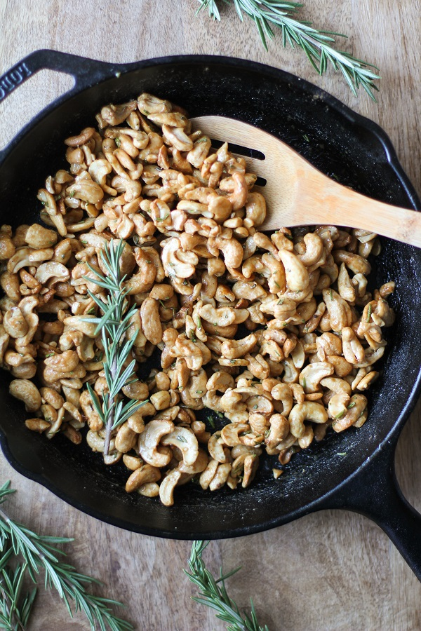 Maple and Rosemary Toasted Cashews - sugar-free and easy to make