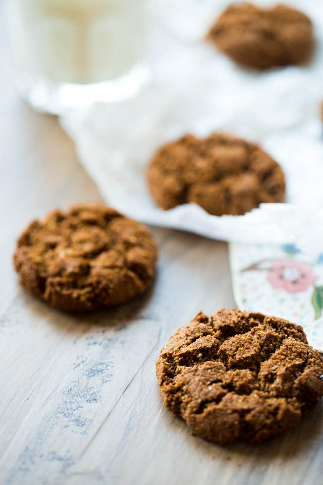 Paleo Ginger Snaps from Food Faith Fitness #glutenfree