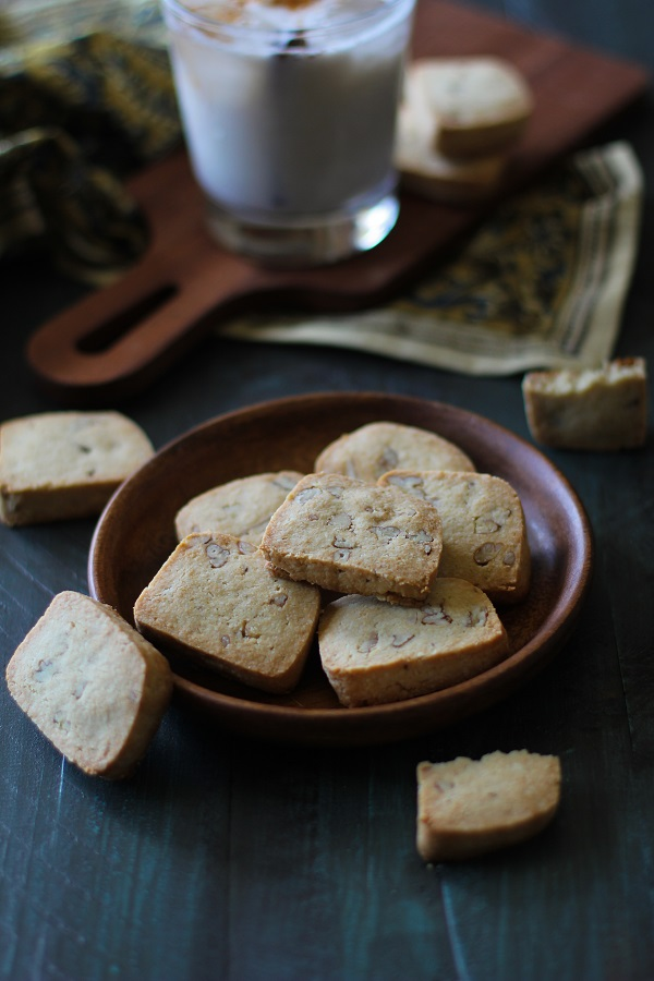 Maple Pecan Gluten Free Shortbread Cookies | grain- free, dairy-free. sugar-free #paleo @roastedroot