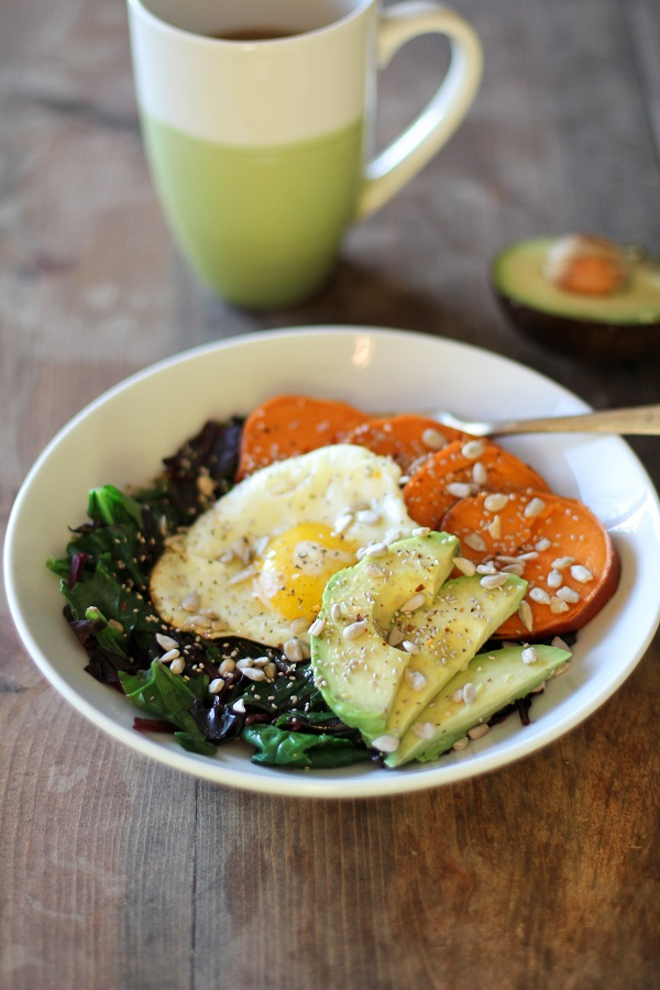 Well-Balanced Sweet Potato Breakfast Bowls with Spinach, Avocado, and Sunflower Seeds | theroastedroot.net @roastedroot #vegetarian #breakfast #recipe
