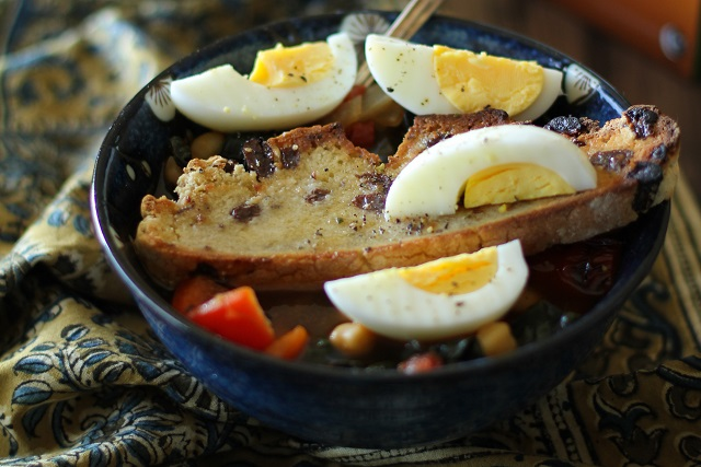 Tunisian Breakfast Soup - warmly-spiced soup with kale, chickpeas, and bell pepper, served with toasted bread and hard boiled egg #vegetarian #breakfast #recipe @roastedroot