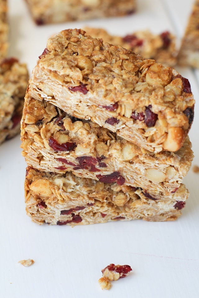 Cranberry White Chocolate Macadamia Nut Granola Bars | theroastedroot.net Healthy granola bars made with rolled oats and honey @bobsredmill @roastedroot
