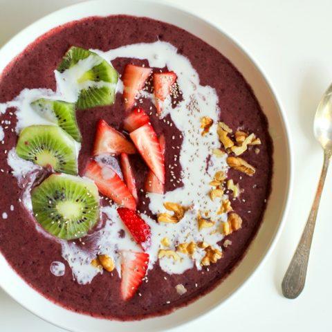 Strawberry Kiwi Açaí Bowls - packed with vitamins and antioxidants | theroastedroot.net #breakfast #healthy #recipe #paleo