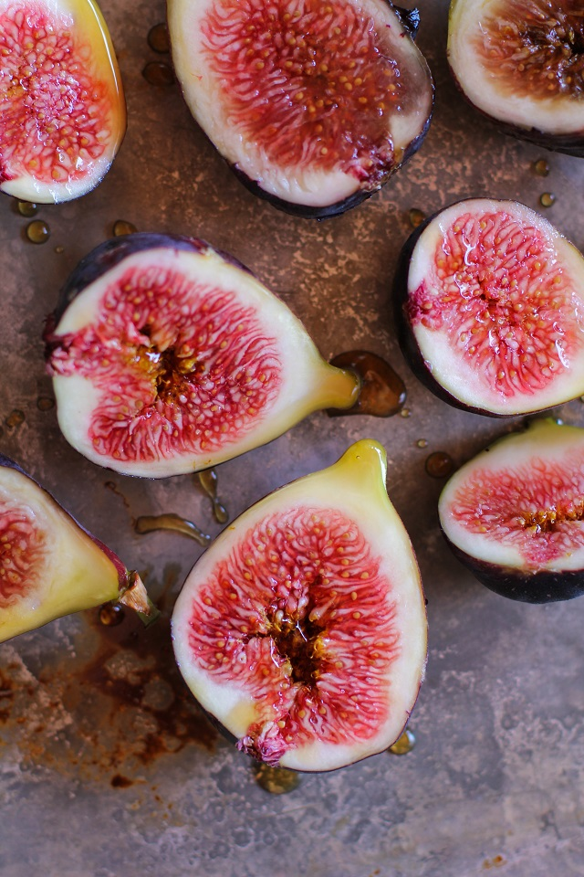 Maple Roasted Figs with Cinnamon | TheRoastedRoot.net #vegan #healthy #dessert