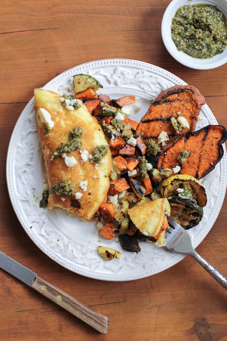 Leftover Grilled Vegetable Omelette with pesto and Feta - a healthy vegetarian breakfast!