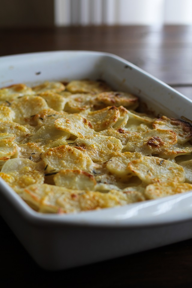 Herbed Coconut Milk Potatoes Au Gratin - a lightened up version of the classic dish #glutenfree