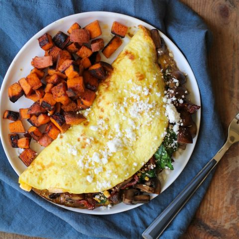 Spinach, Mushroom, Sun-Dried Tomato Omega-3 Omelet   TheRoastedRoot.net #healthy #breakfast #recipe