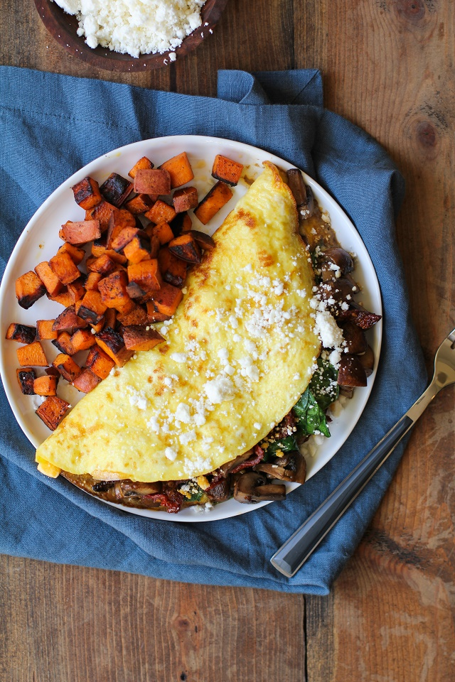 Spinach, Mushroom, Sun-Dried Tomato Omega-3 Omelet | TheRoastedRoot.net #healthy #breakfast #recipe