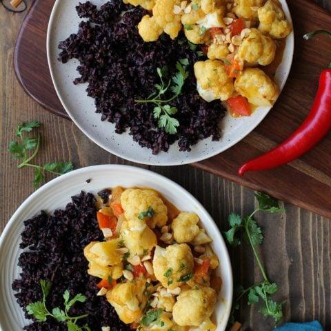 6-Ingredient 30-Minute Vegetarian Curry with cauliflower and bell pepper | TheRoastedRoot.net #healthy #vegetarian #recipe #vegan #meatlessmondays #30minutemeal