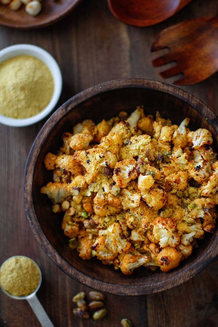"""Cheesy"" Vegan Roasted Cauliflower with Nutritional Yeast 