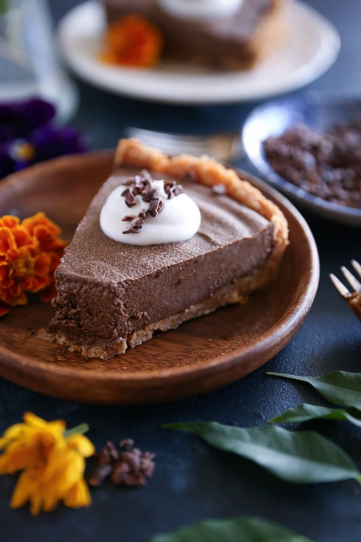 Avocado Chocolate Silk Pie - rich, creamy, naturally sweetened, paleo, vegan, and healthy!