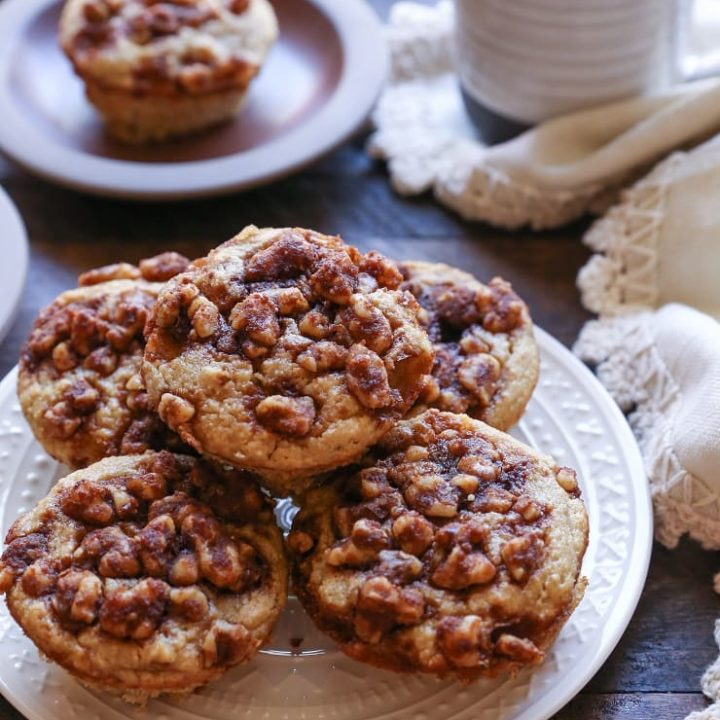 Grain-Free Banana Walnut Muffins made with almond flour and pure maple syrup. These paleo muffins are healthy, easy to prepare in your blender, and are perfectly healthy!