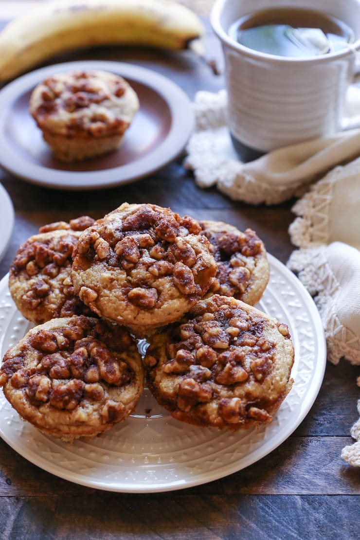 Grain- Free Banana Walnut Muffins made with almond flour and pure maple syrup. These paleo muffins are healthy, easy to prepare in your blender, and are perfectly healthy!
