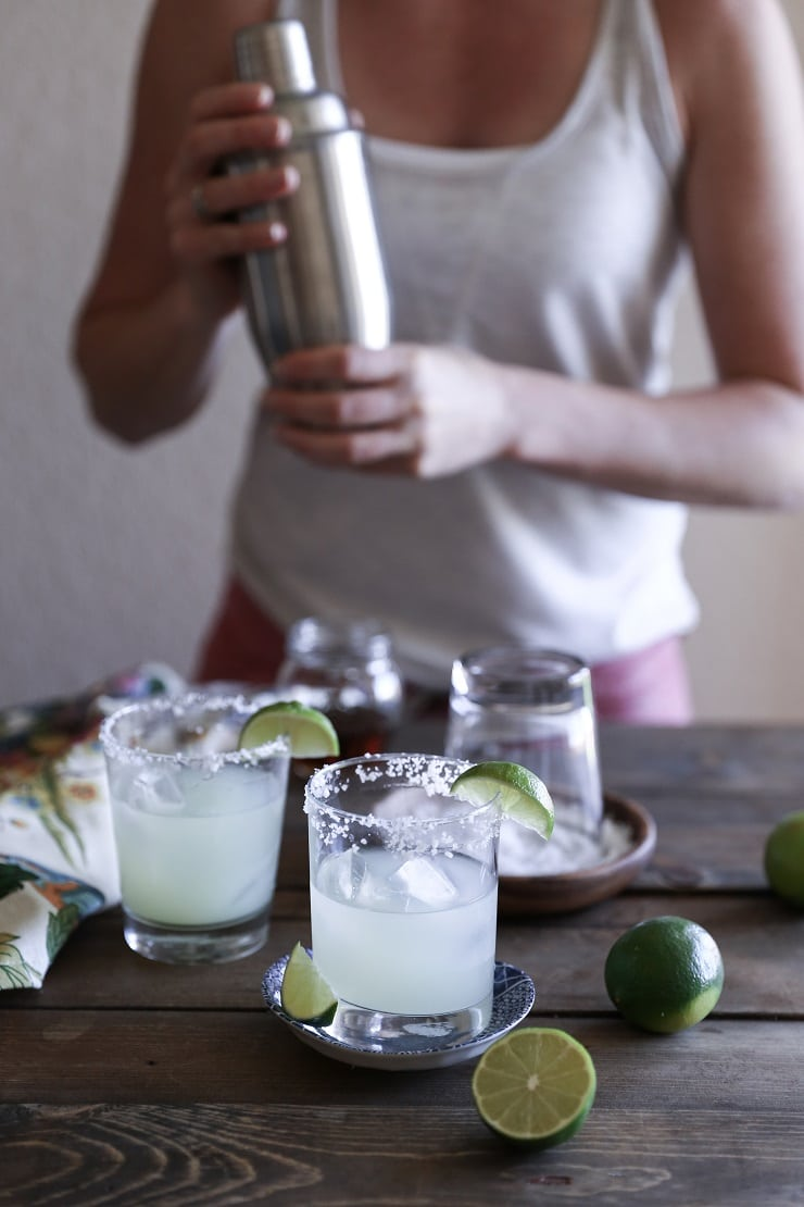 Naturally Sweetened Margaritas - a refined sugar-free skinny cocktail recipe perfect for Cinco de Mayo