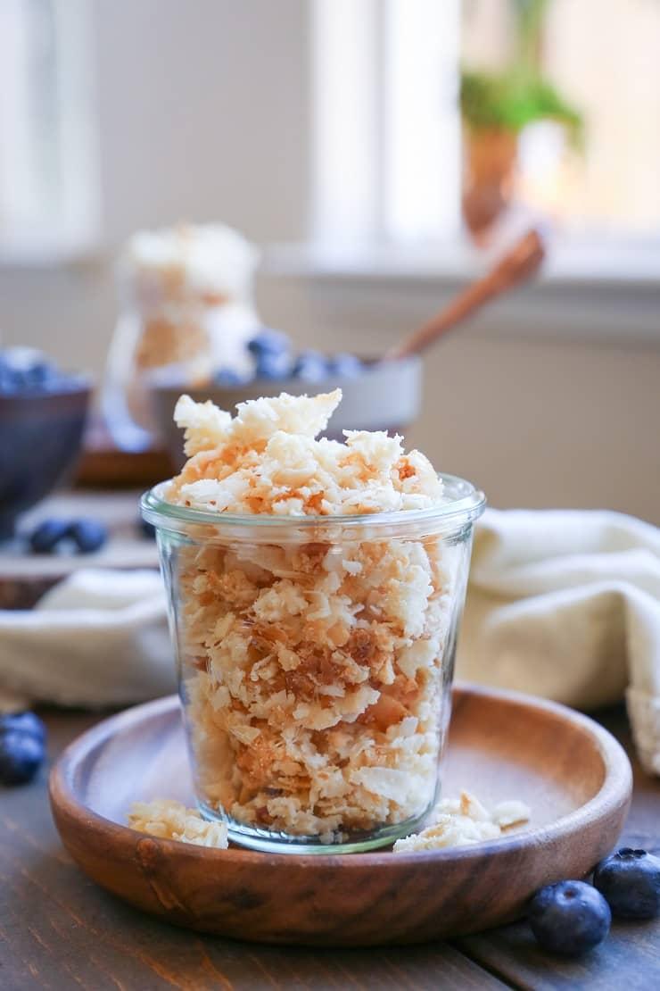 Coconut Lovers Paleo Granola - grain-free, sugar-free, vegan and healthy granola recipe geared toward the coconut obsessed!