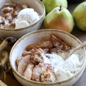 Cardamom-Spiced Pear Crumble - this grain-free, refined sugar-free, dairy-free dessert is paleo and healthy!