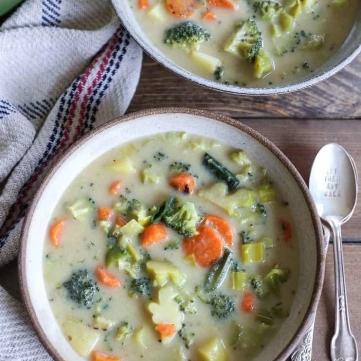 Vegan Broccoli Cheddar Soup - dairy-free, gluten-free, healthy, paleo, and delicious