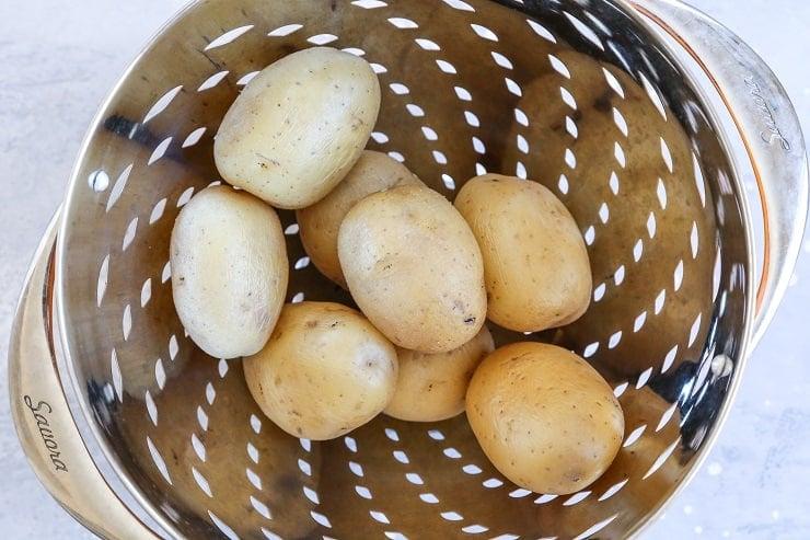 Pesto smashed potatoes - how to photo
