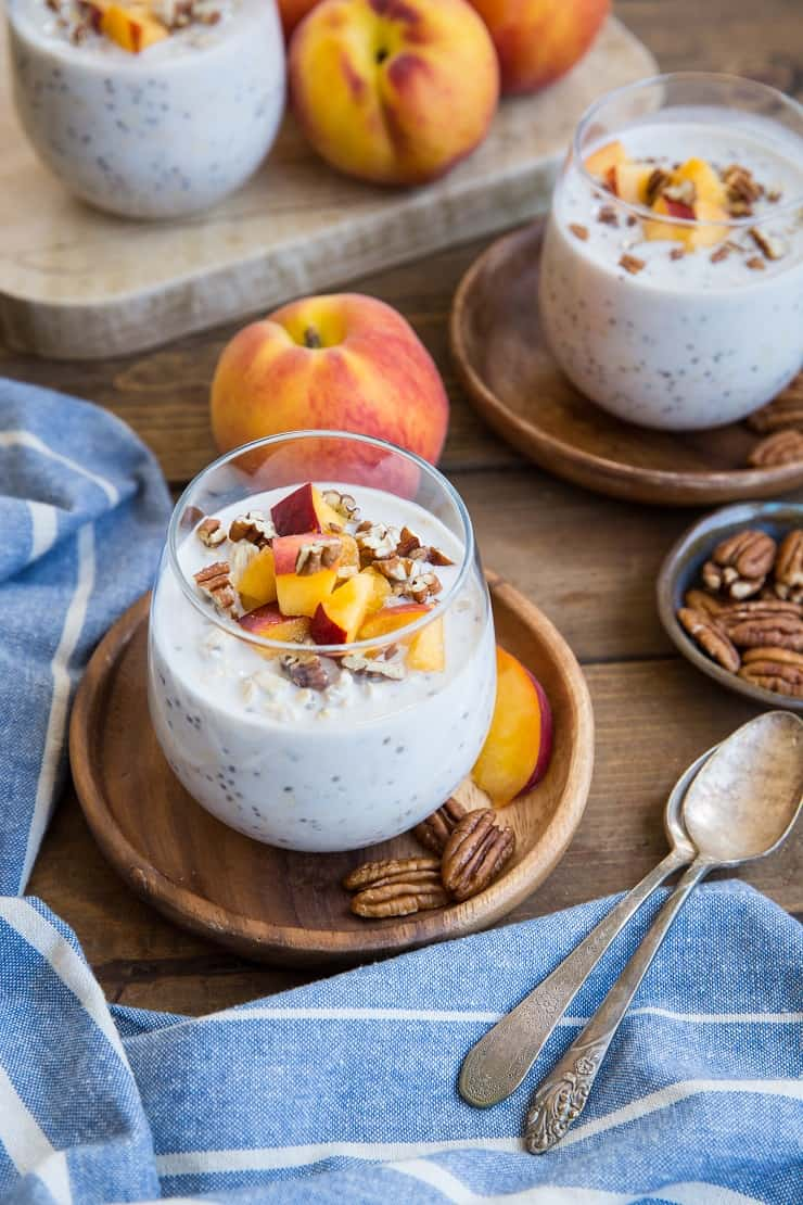 Peaches and Cream Overnight Oats - a gluten-free, dairy-free, vegan and healthy. This recipe is quick and easy to prepare!