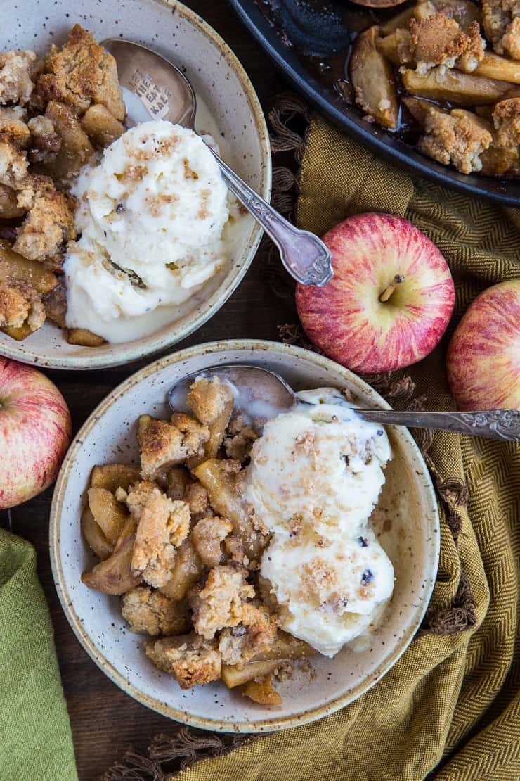 Vegan Paleo Apple Cinnamon Crisp - grain-free, refined sugar-free, gluten-free | TheRoastedRoot.com