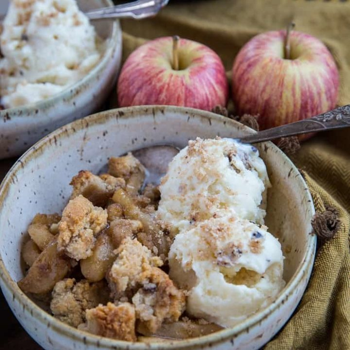 Paleo and Vegan Apple Cinnamon Crisp with an almond flour topping - an easy recipe that only requires a few ingredients! | TheRoastedRoot.net #glutenfree #dessertrecipe