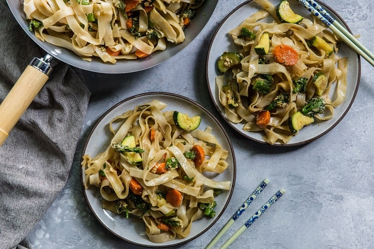 Thai Stir Fry Noodles (Pad See Ew) with vegetables - a gluten-free, healthy noodle recipe | TheRoastedRoot.net